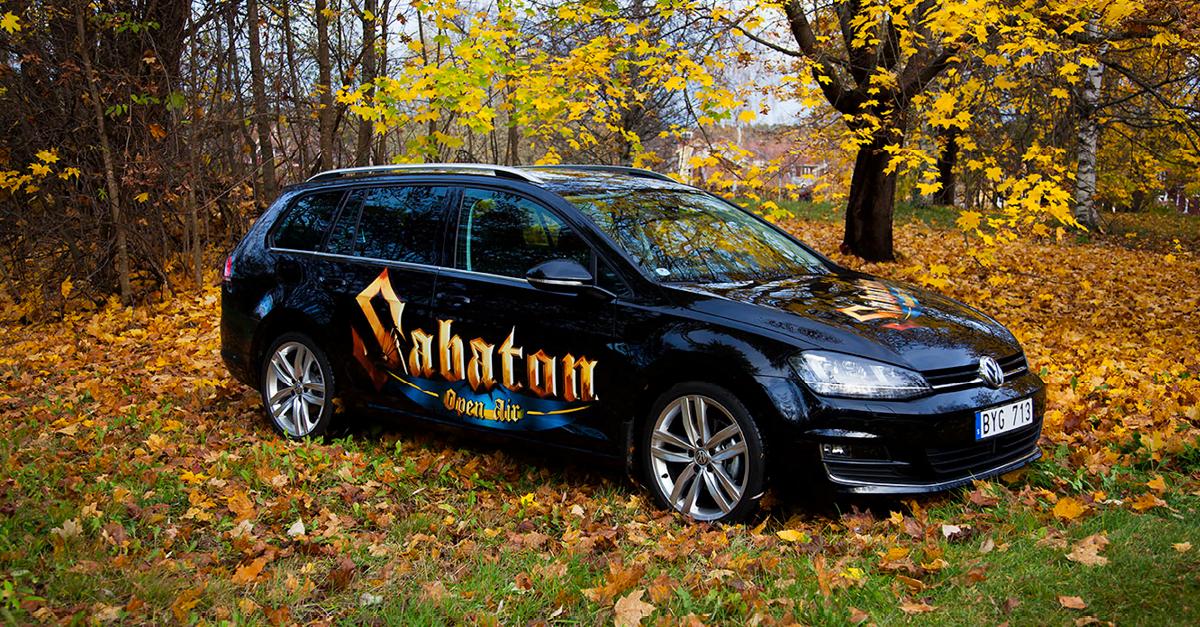 Hårdrocksbilen i höst-skrud. – Tack till Bilmetro & VW!