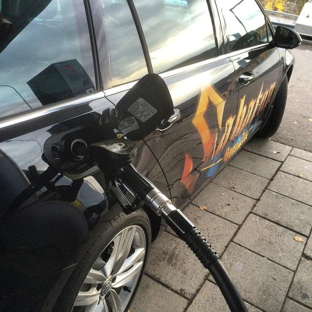 Även hårdrocksbilar behöver bränsle. Tur det är sällan man tvingas tanka en modern diesel @bilmetro