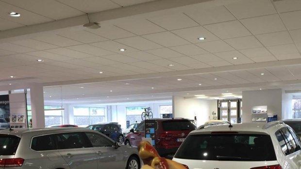 Premiär för nya VW Tiguan i dag hos Bilmetro. Och det firas med korv såklart! Cool bil! Provkör hos alla Bilmetro-handlare i dag @bilmetro