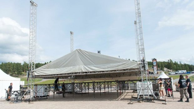 Bandit stage on its way up… rumors says that PAIN will set this one on fire Thursday night.. @banditrock